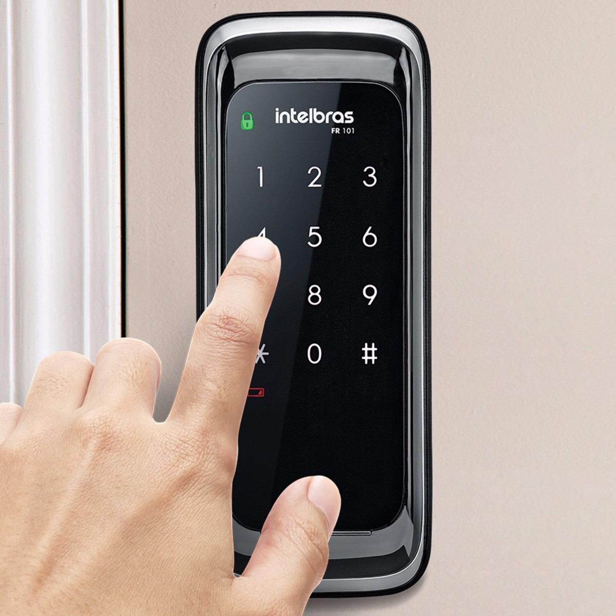 Fechadura Digital Intelbras FR 101 é Boa, pois traz vários recursos interessantes de segurança.