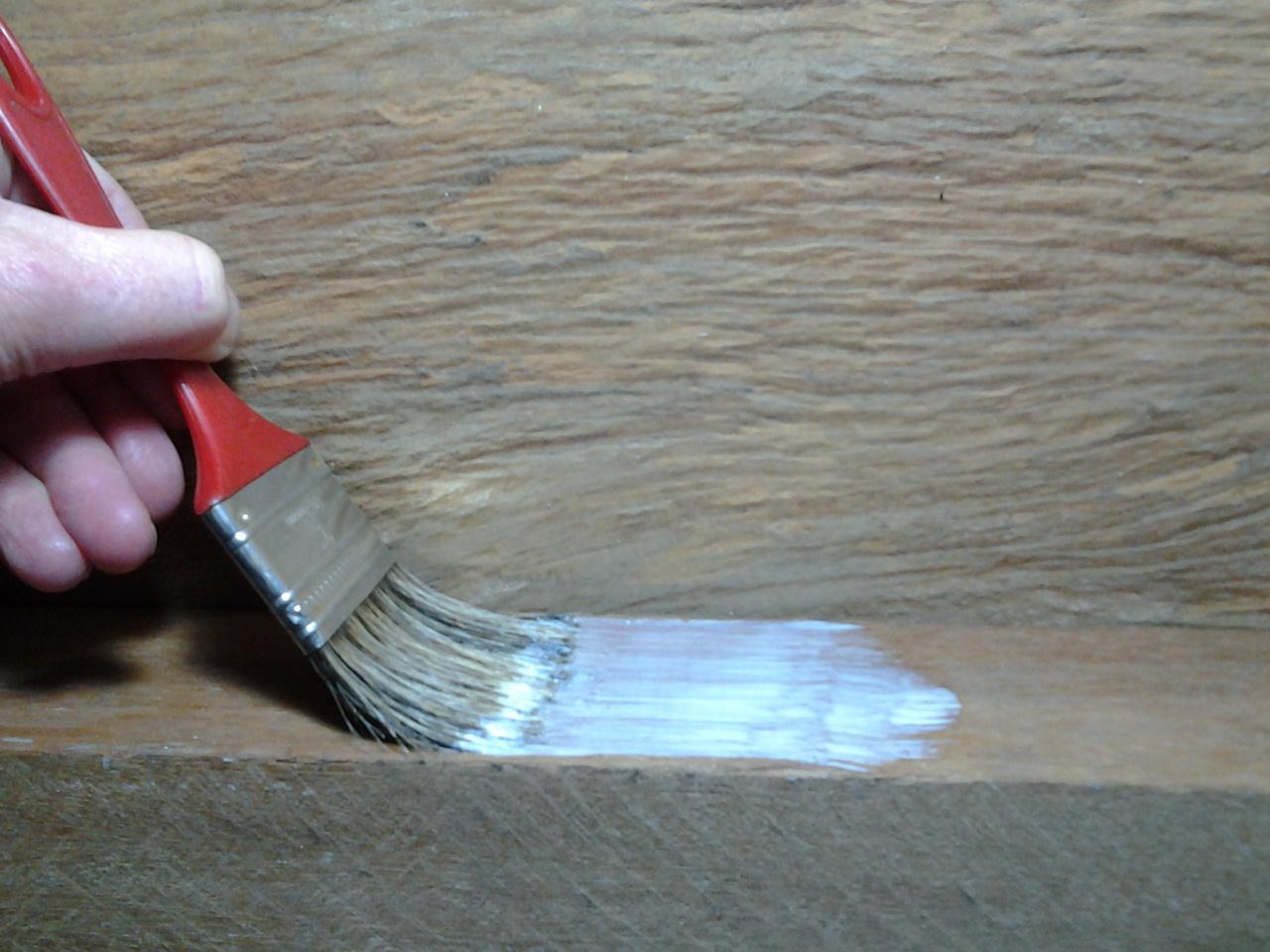 A melhor cola para madeira é a que vai atender às suas necessidades.