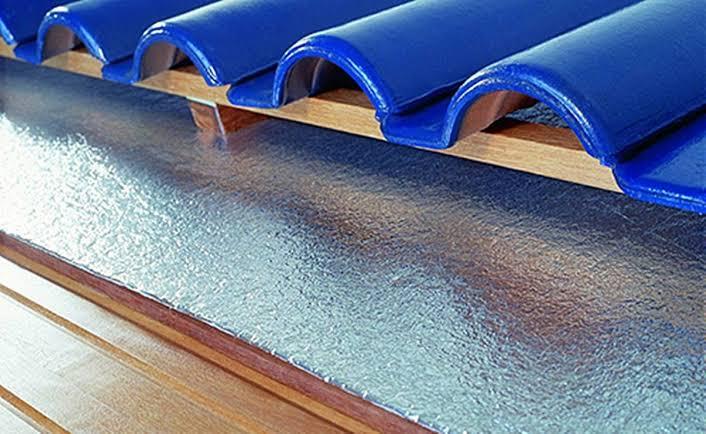 Na hora de escolher a melhor manta térmica para telhado fique atenta a alguns fatores importantes.