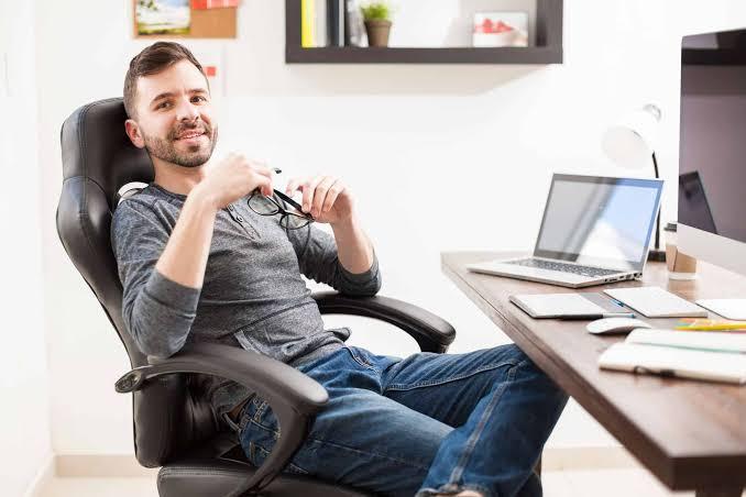 A melhor cadeira para estudar é aquela que se adequa às suas necessidades.