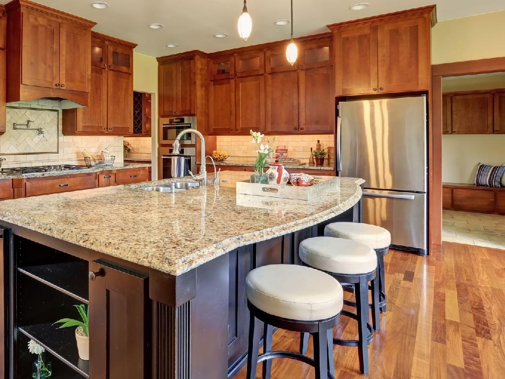 As melhores banquetas para cozinha devem trazer conforto e funcionalidade.