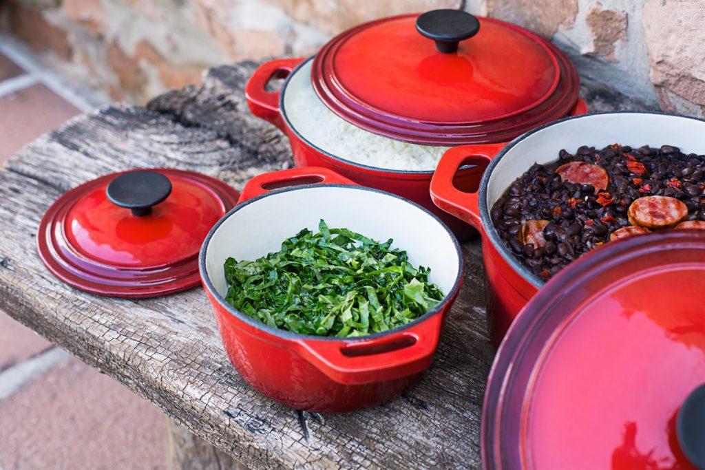 A melhor panela de ferro esmaltada deix a comida saudável e saborosa.