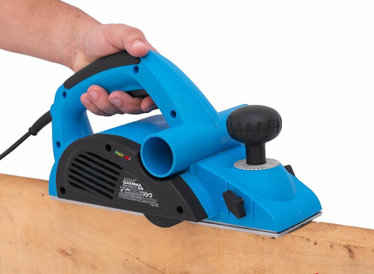 Para escolher a melhor plaina elétrica, fique atento à s suas necessidades e alguns detalhes do equipamento.