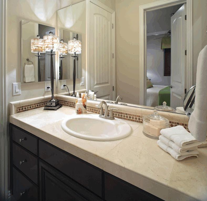 Banheiros simples e pequenos Mais de 60 fotos! u2013 Total Construç u00e3o -> Decoração De Banheiro Simples E Pequeno