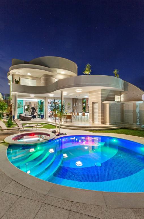 Fachadas de casas modernas e luxuosas posts fachadas de for Casa moderna ud