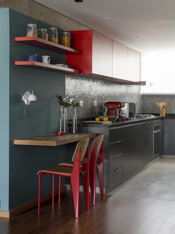 Cozinha Corredor Estreita 60 Projetos Fotos E Ideias Or Amento  ~ Cozinha Cinza Com Vermelho