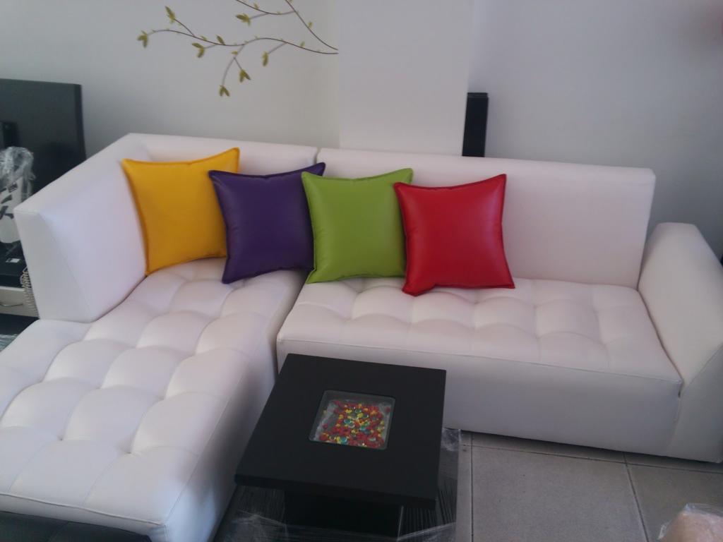 100 fotos de sof s pequenos para salas de estar total for Muebles en l para sala pequena