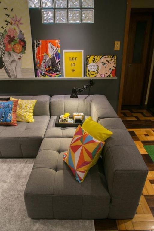 100 fotos de sof s pequenos para salas de estar total for Sofa grande sala pequena
