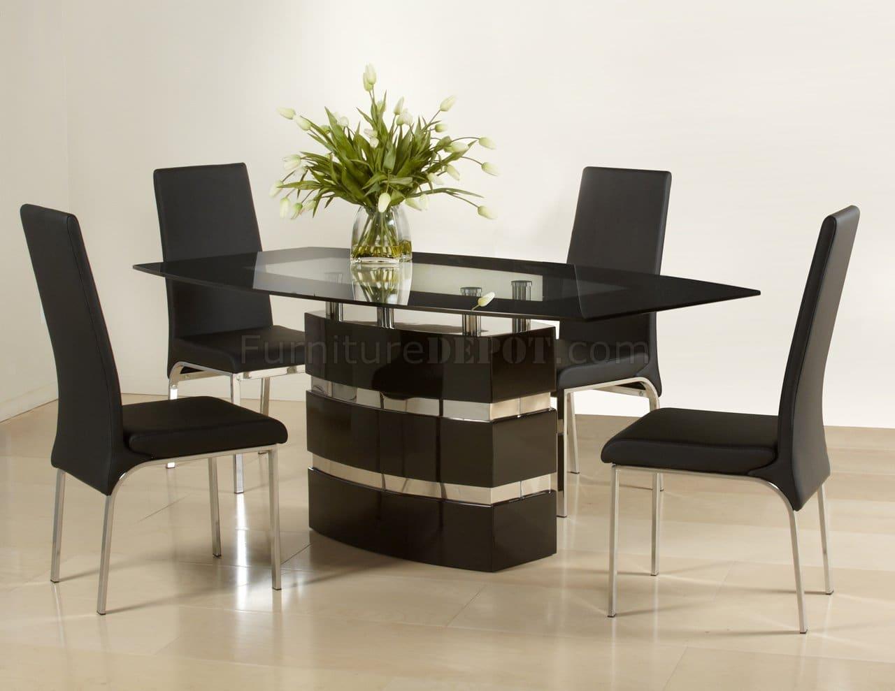 mesa e cadeira pretas