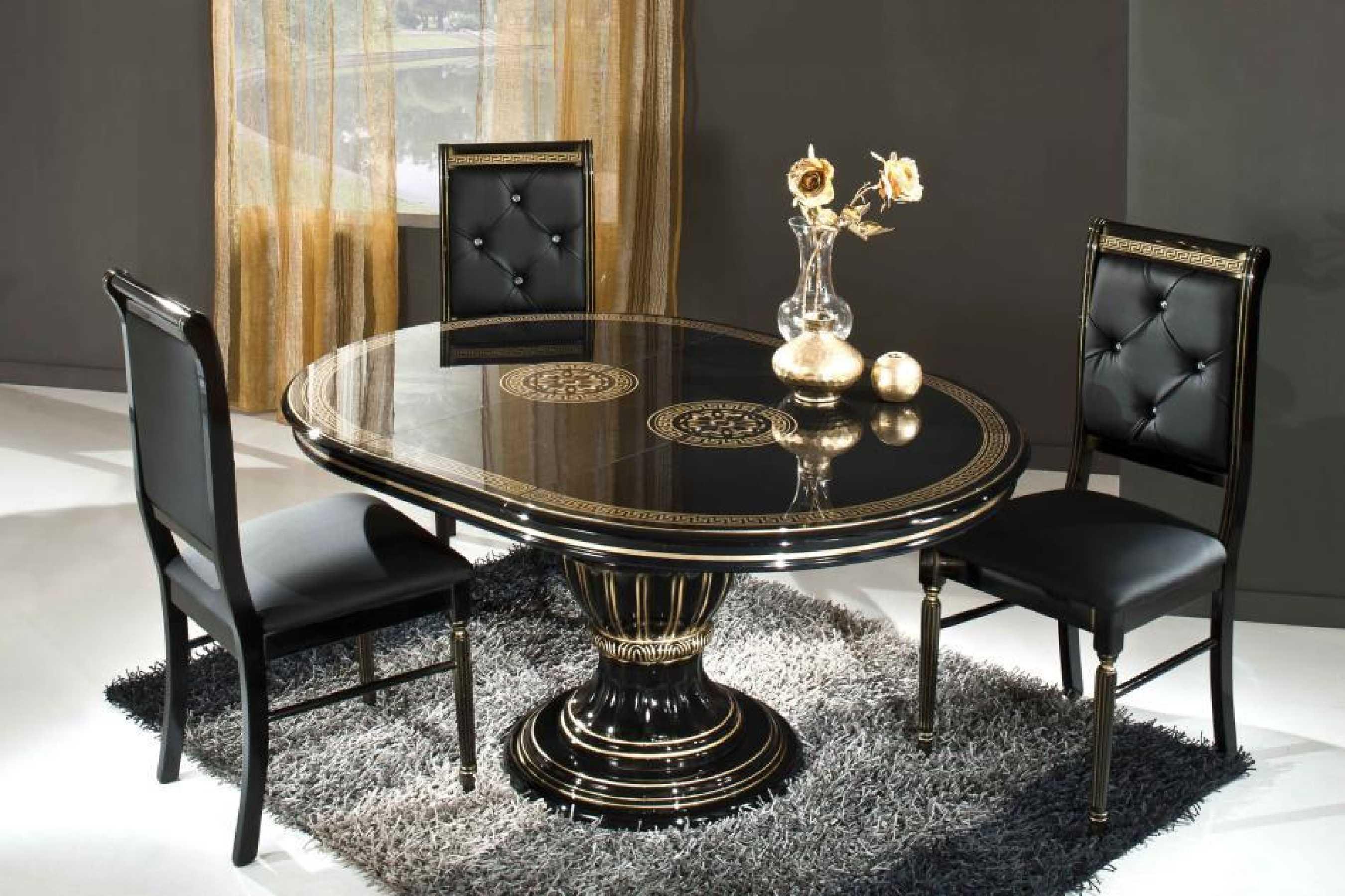 Mesa e cadeiras pretas