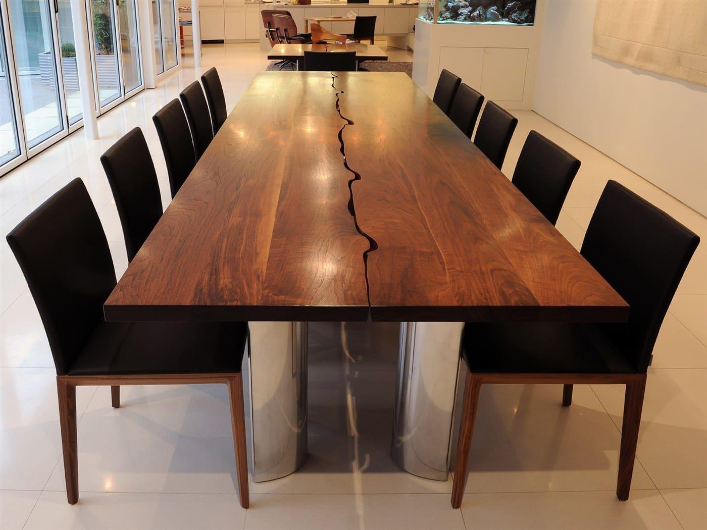 Mesa de jantar rachada ao meio