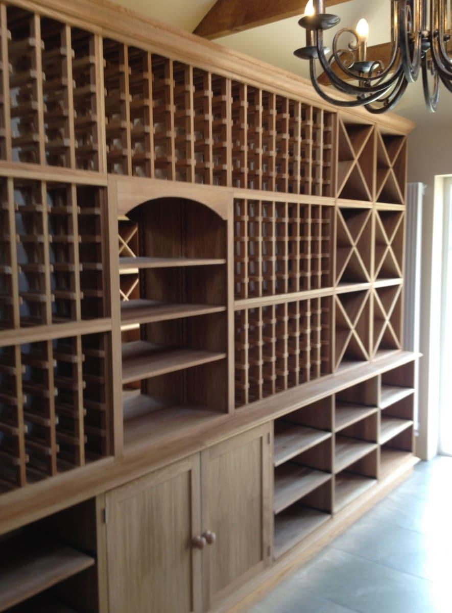 estante de madeira para vinhos
