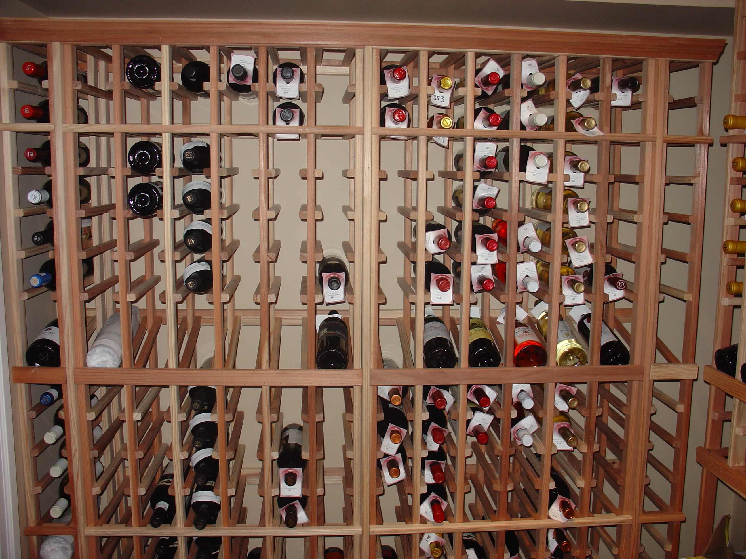 suporte de madeira para guardar vinhos