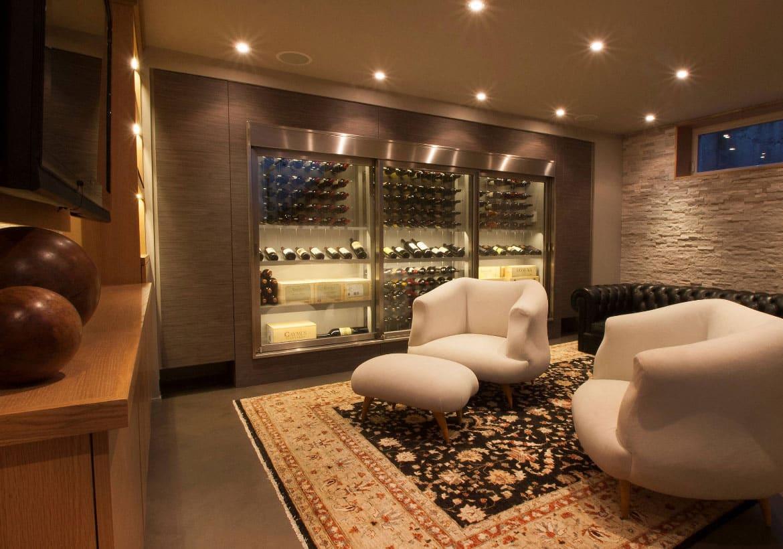 adega de vinhos na sala de estar