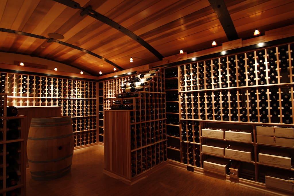adega de vinhos enorme
