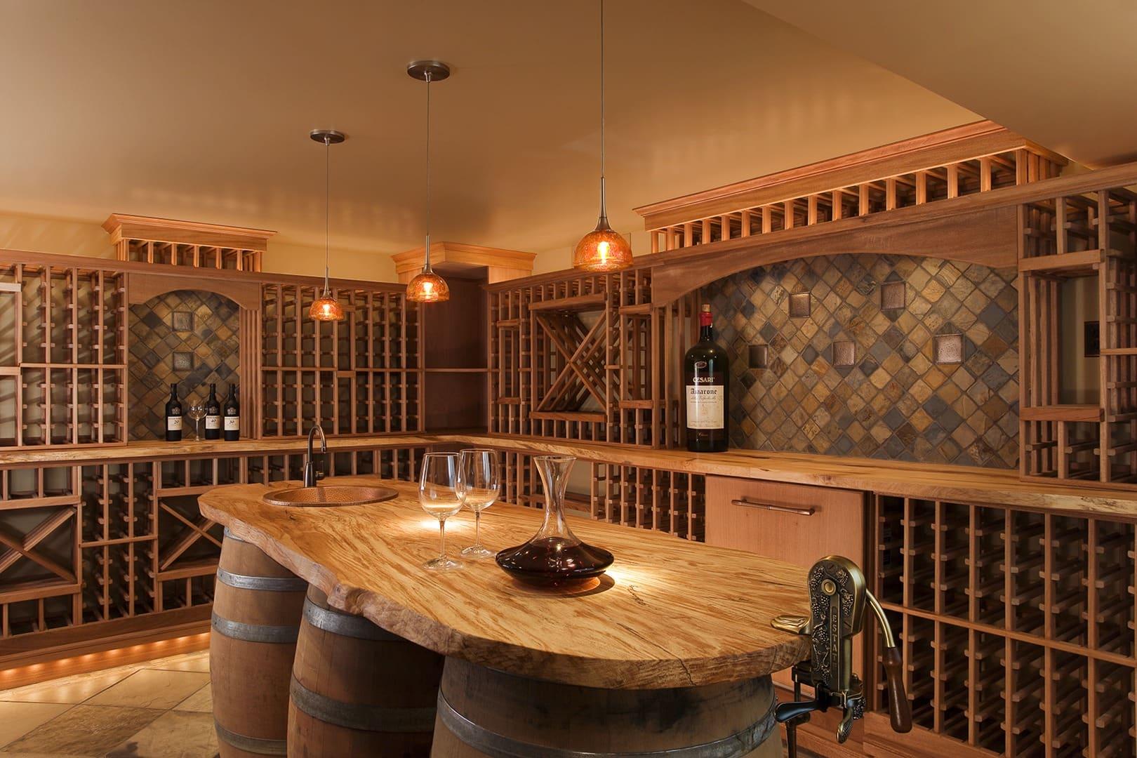 adega de vinhos na sala de jantar