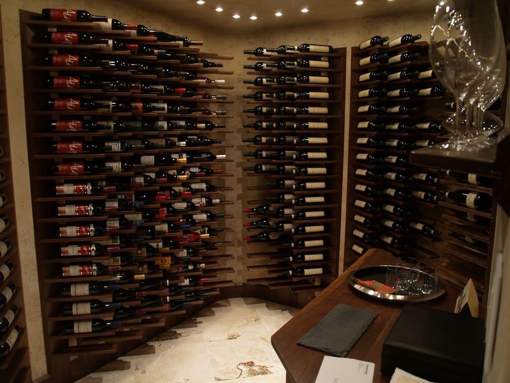 adega de vinhos pequena