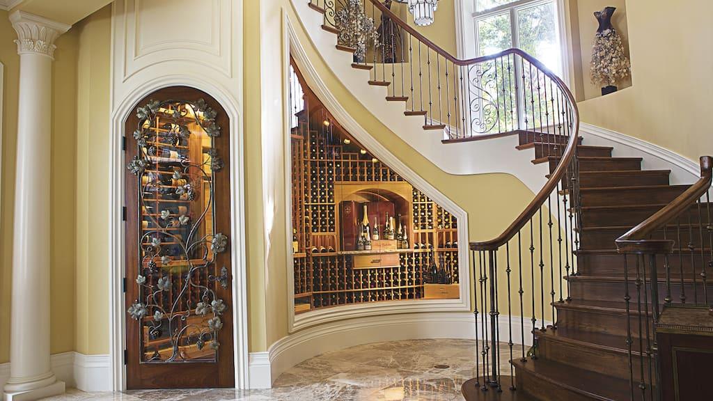 adega de vinho debaixo da escada