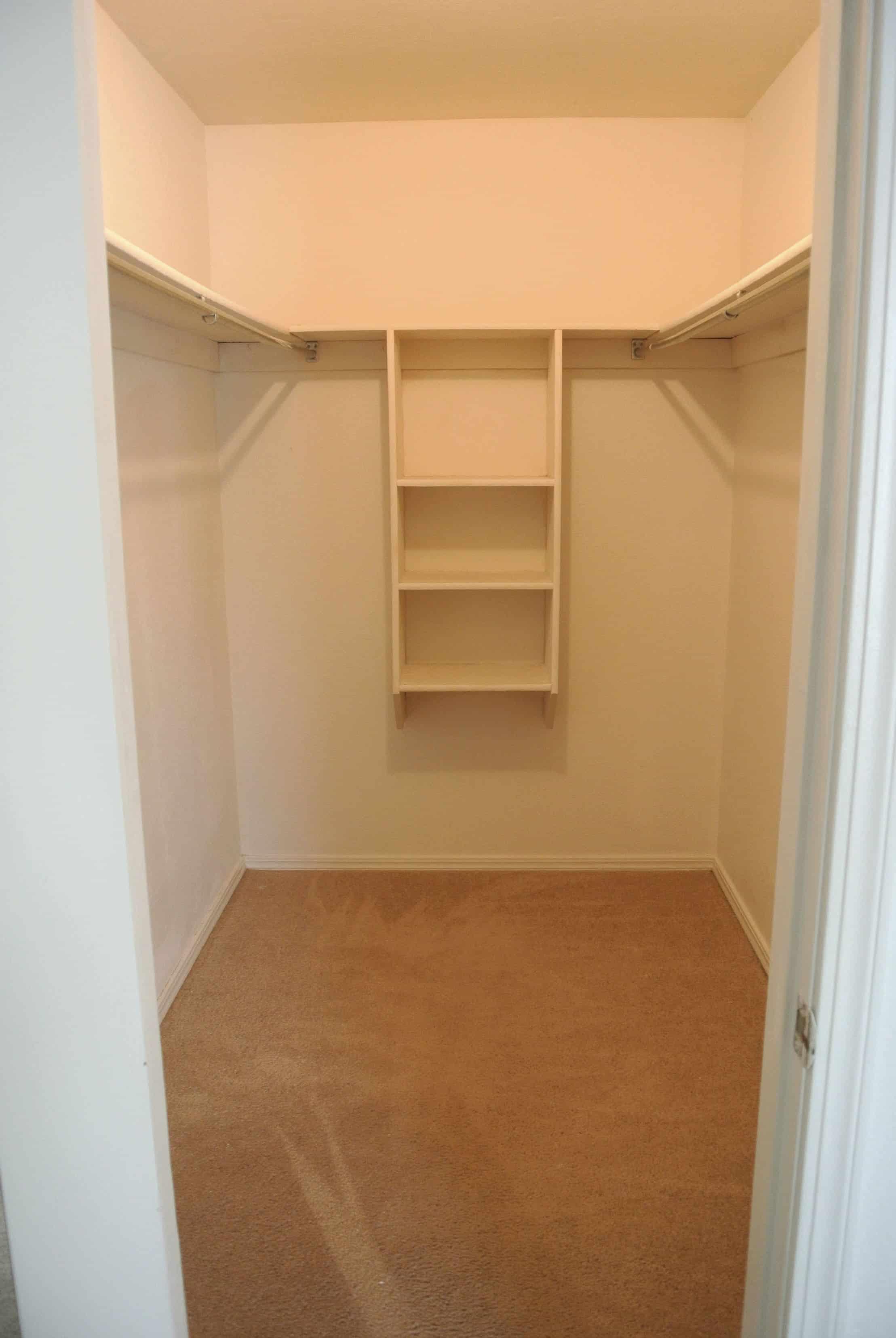 Ideias closets pequenos planejados 102 fotos total for Total space design