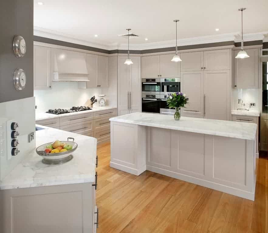 Off White Kitchen Cabinets With Light Floors: Granito Branco: Absoluto, Marfim, Siena E Ceara. +250