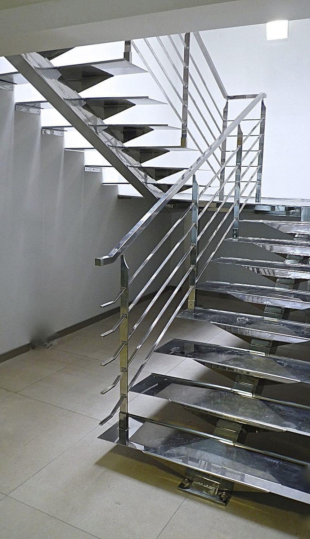 Resultado de imagem para Escada em U com aço inox
