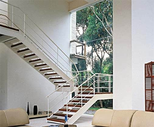 Resultado de imagem para Escada metálica em U com degrau madeira