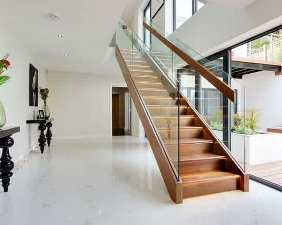 Resultado de imagem para Escada reta com madeira e vidro