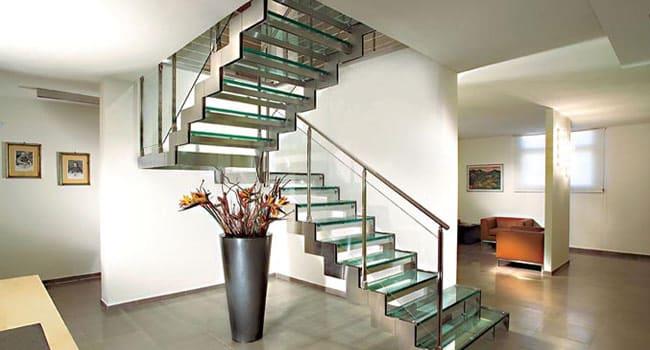 Resultado de imagem para Escada em U com degrau plissado e vidro
