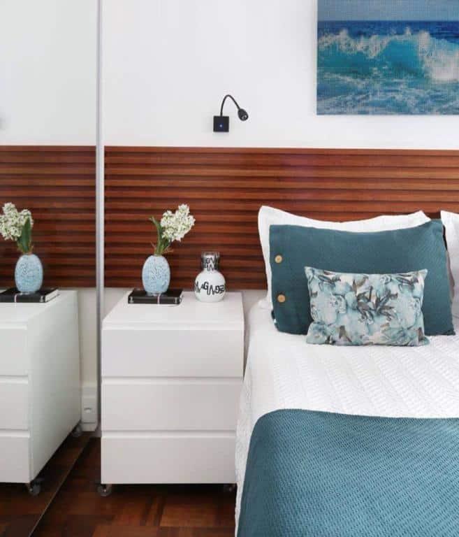 Resultado de imagem para quarto de casal Marrom, branco e azul