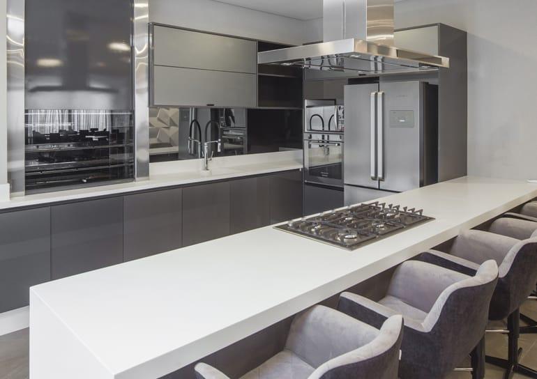 Resultado de imagem para Modelo de armário cozinha cinza