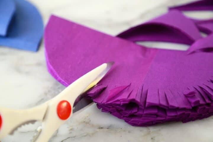 tesoura cortando papel