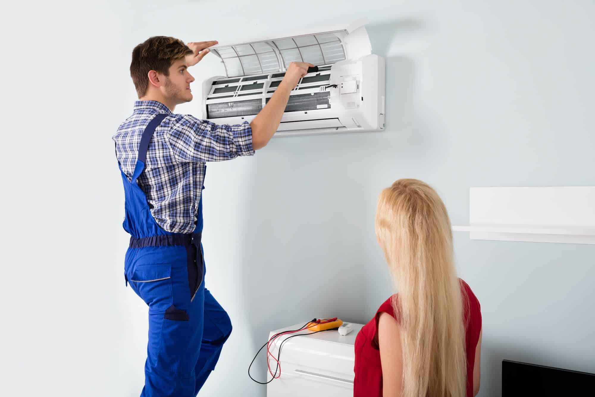 A limpeza de ar condicionado é necessária para garantir o seu bom desempenho.