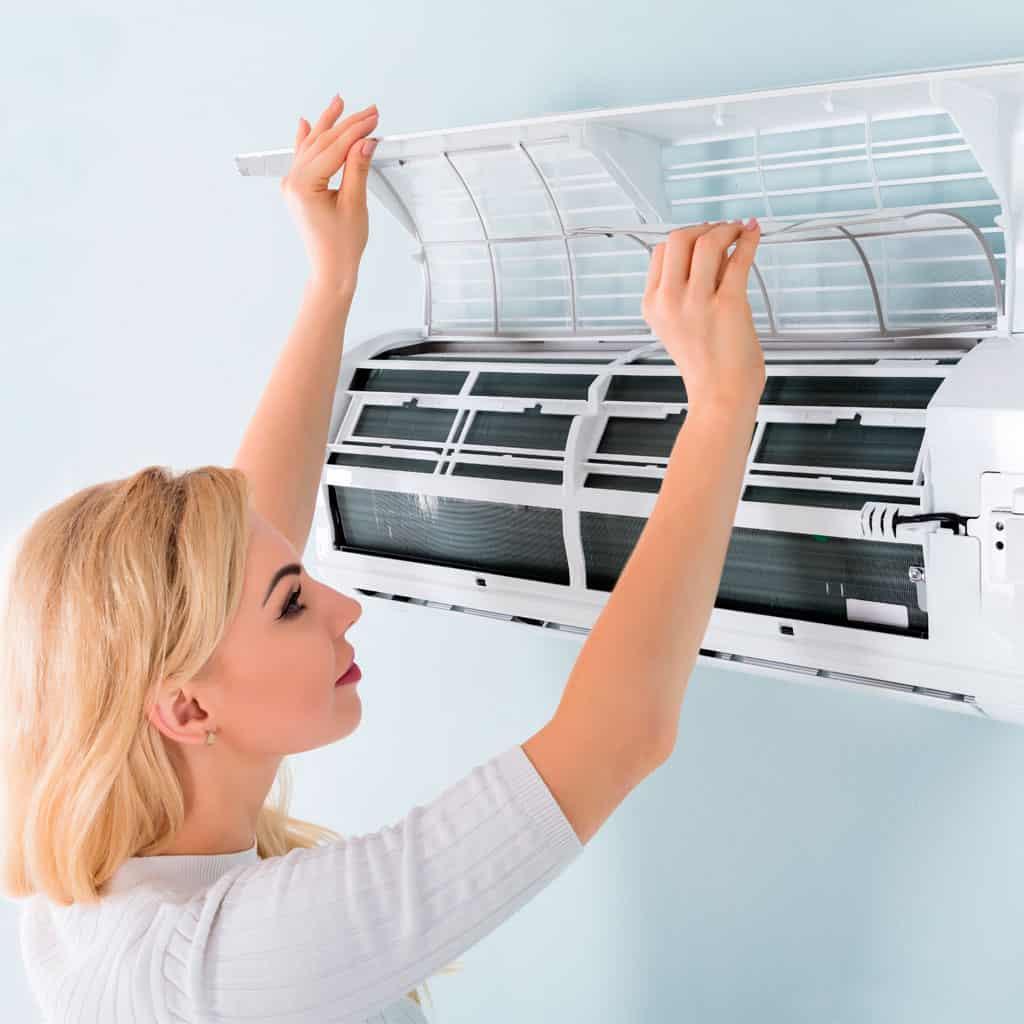 São muitos os benefícios da limpeza de ar condicionado.
