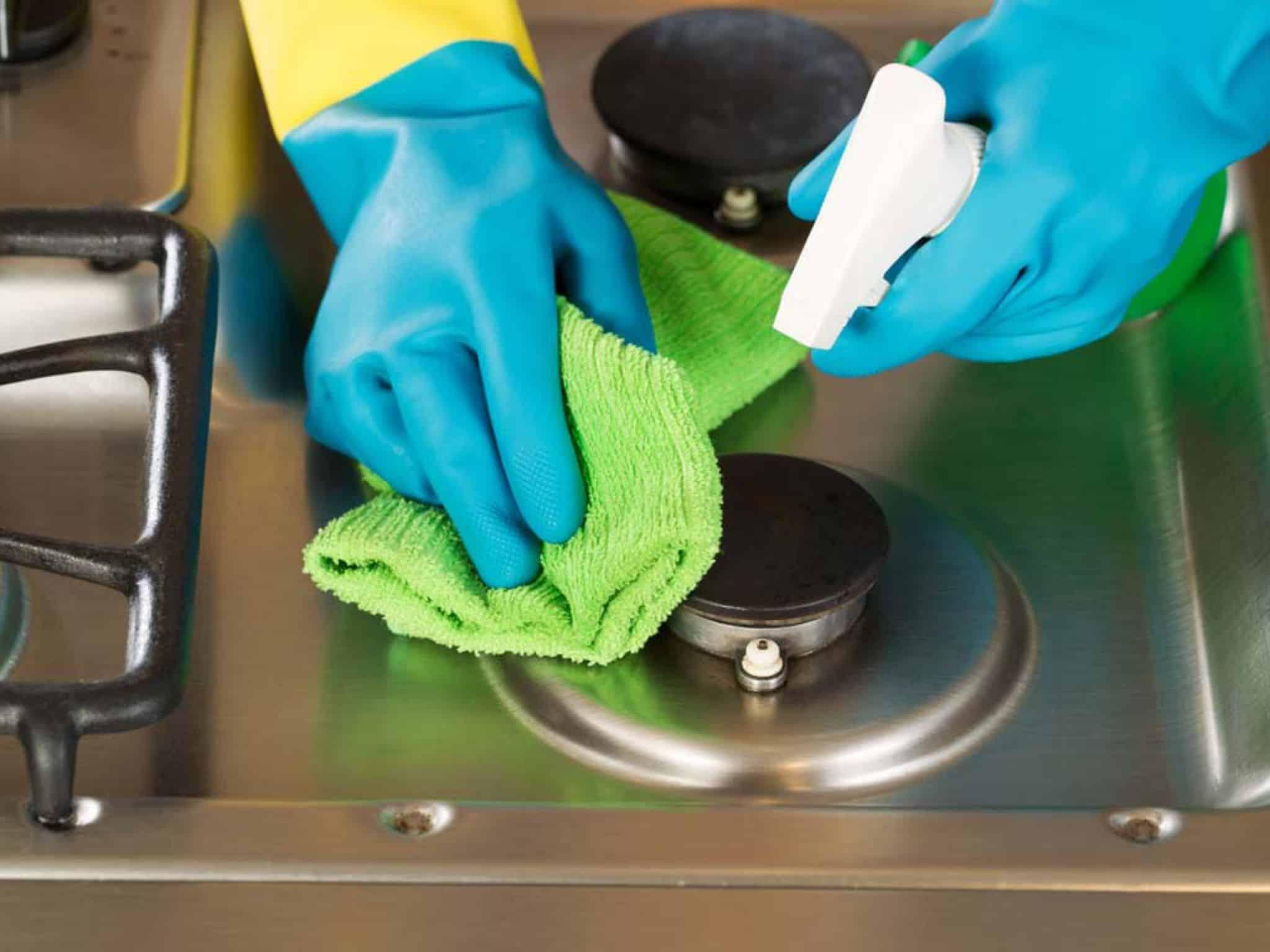 Saber como limpar o fogão corretamente vai aumentar a sua duração.