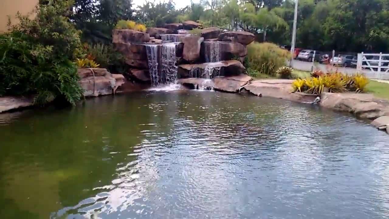 lago artificial com cascata