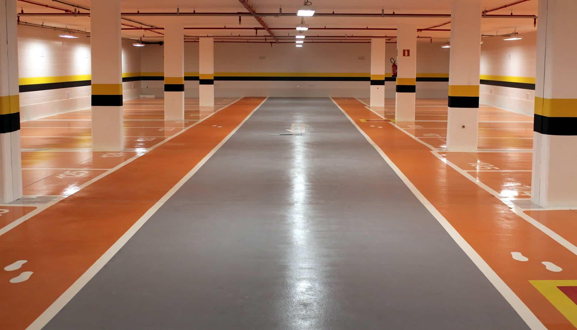 Os pisos industriais com pintura Epóxi são duráveis, resistente e fácild e limpar e manter.