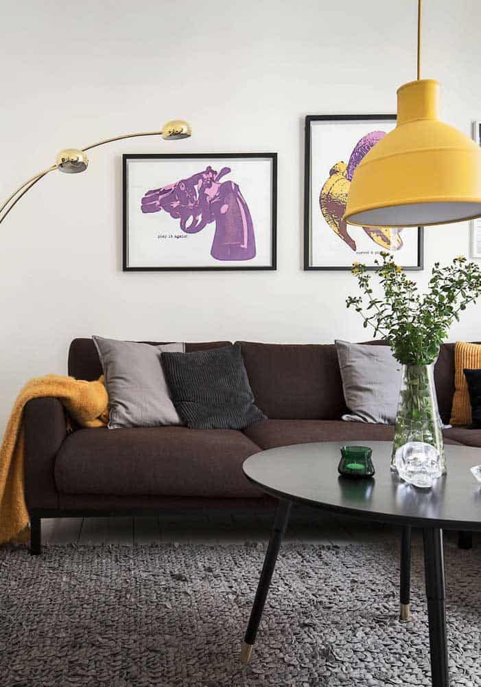 Sofá com tecido de couro