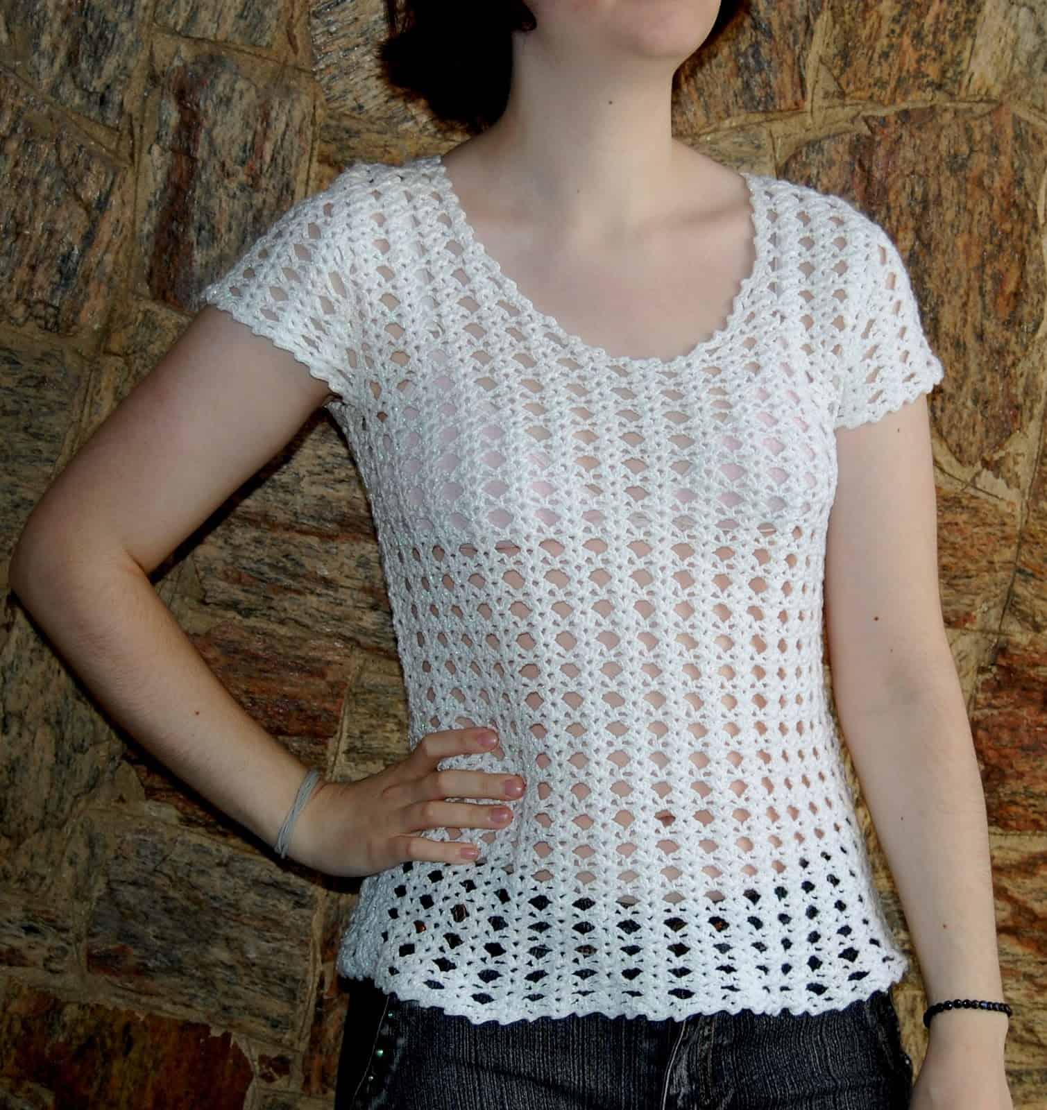 Aprender como fazer blusa de crochê manga curta é um clássico