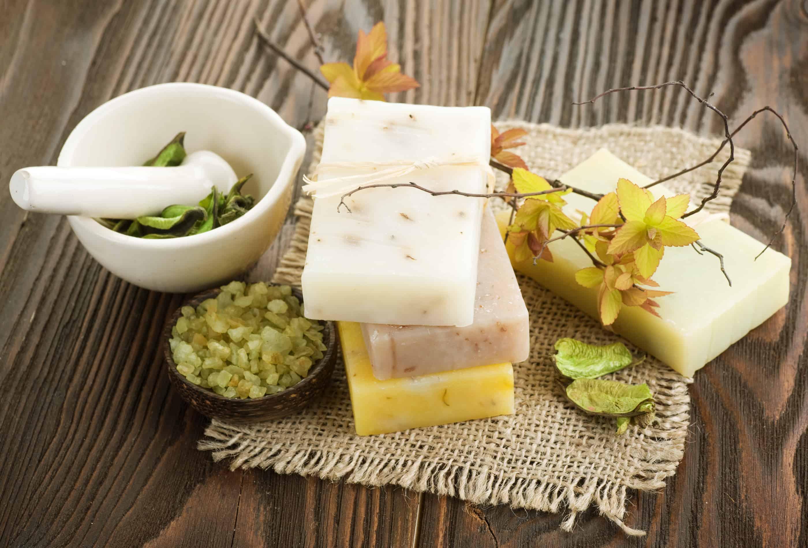 É importante aprender sobre os ingredientes que serão utilizados em como fazer sabonete artesanal.