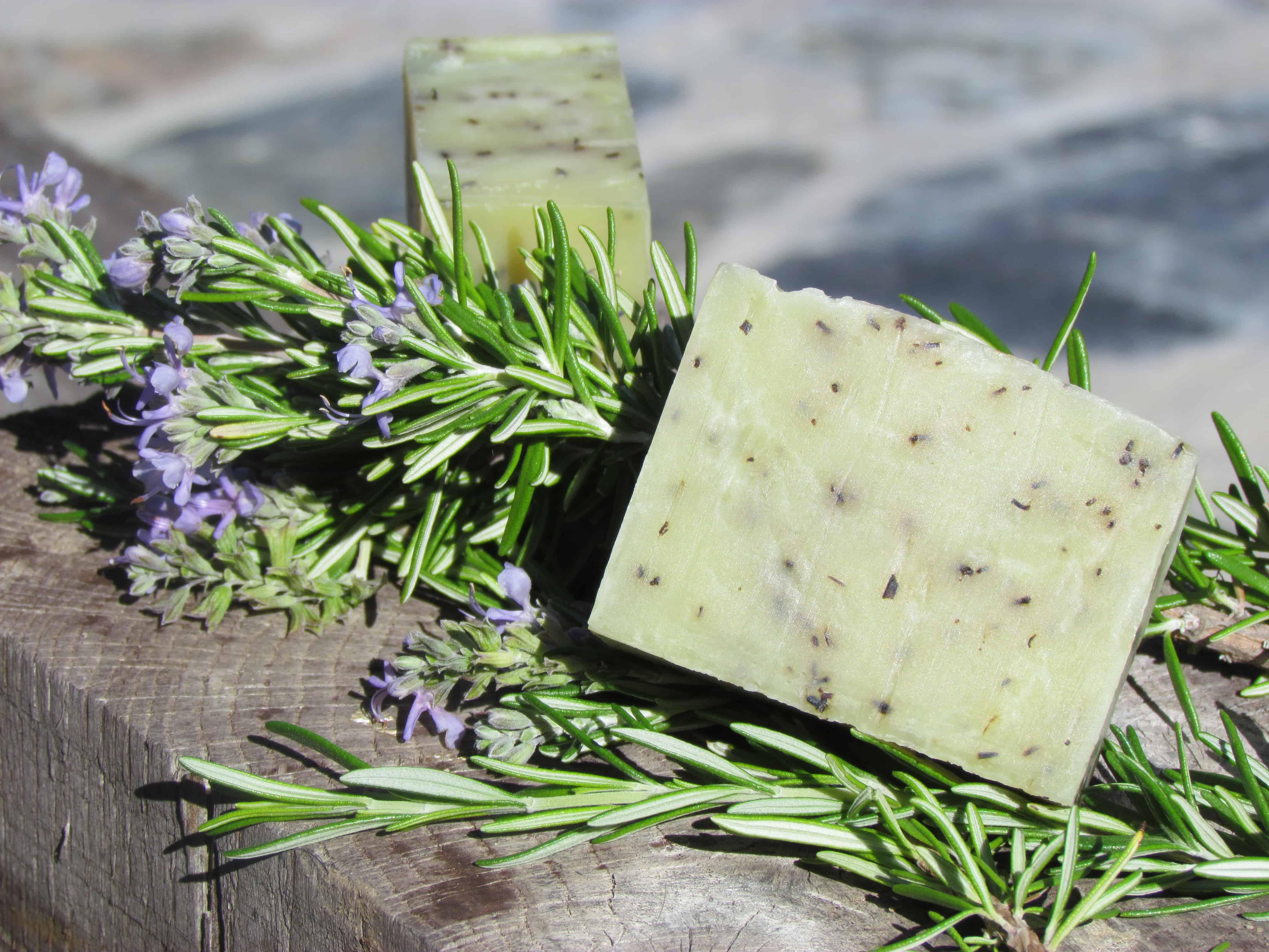 Aprender como fazer sabonete artesanal fitoterápico é excelente forma de ganhar dinheiro e preservar a saúde.