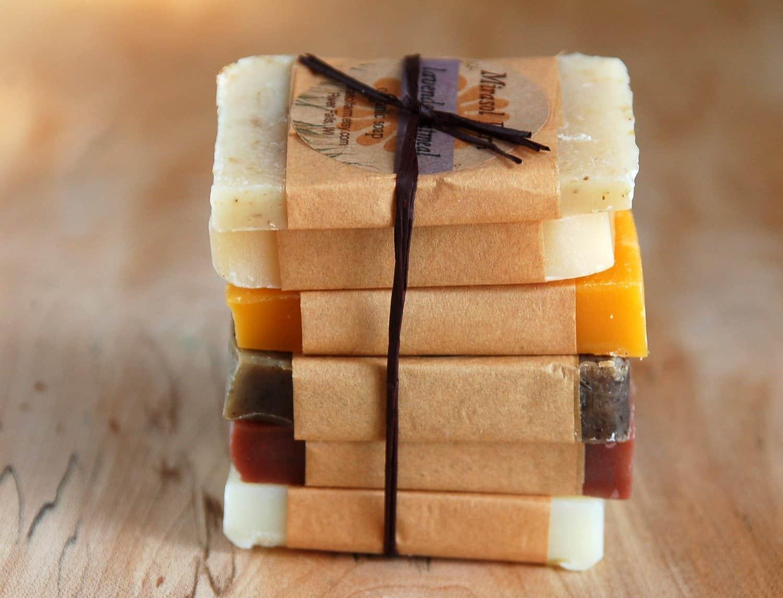 Prezar pela qualidade do produto durante todo o processo é essencial para aprender como fazer sabonete artesanal e obter sucesso.