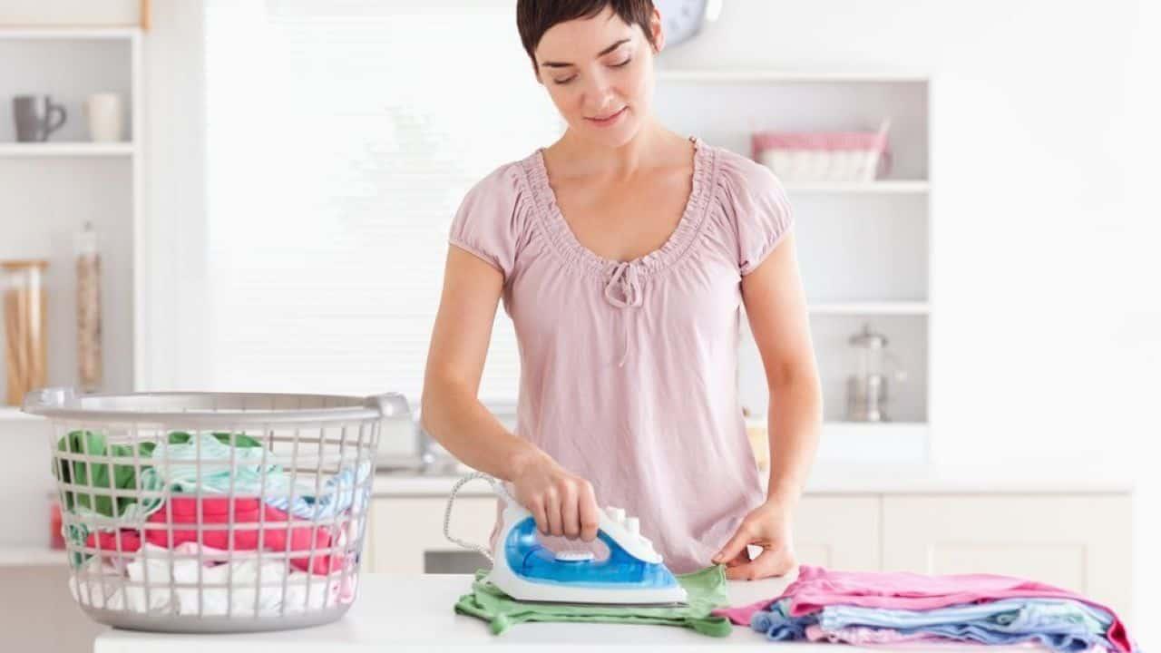 É preciso ficar atenta as funcionalidades para escolher o melhor ferro de passar roupa.