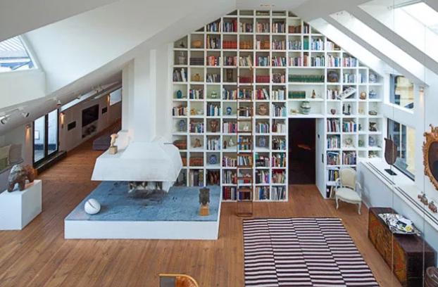 Biblioteca em casa no estillo parede viva