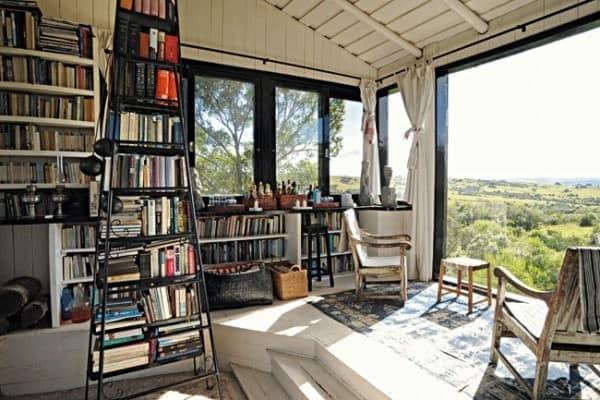 A biblioteca em casa deve ser bem iluminada.