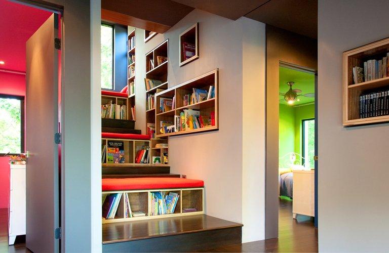 O mobiliário pode ser feito sob medida para criar a sua biblioteca em casa.