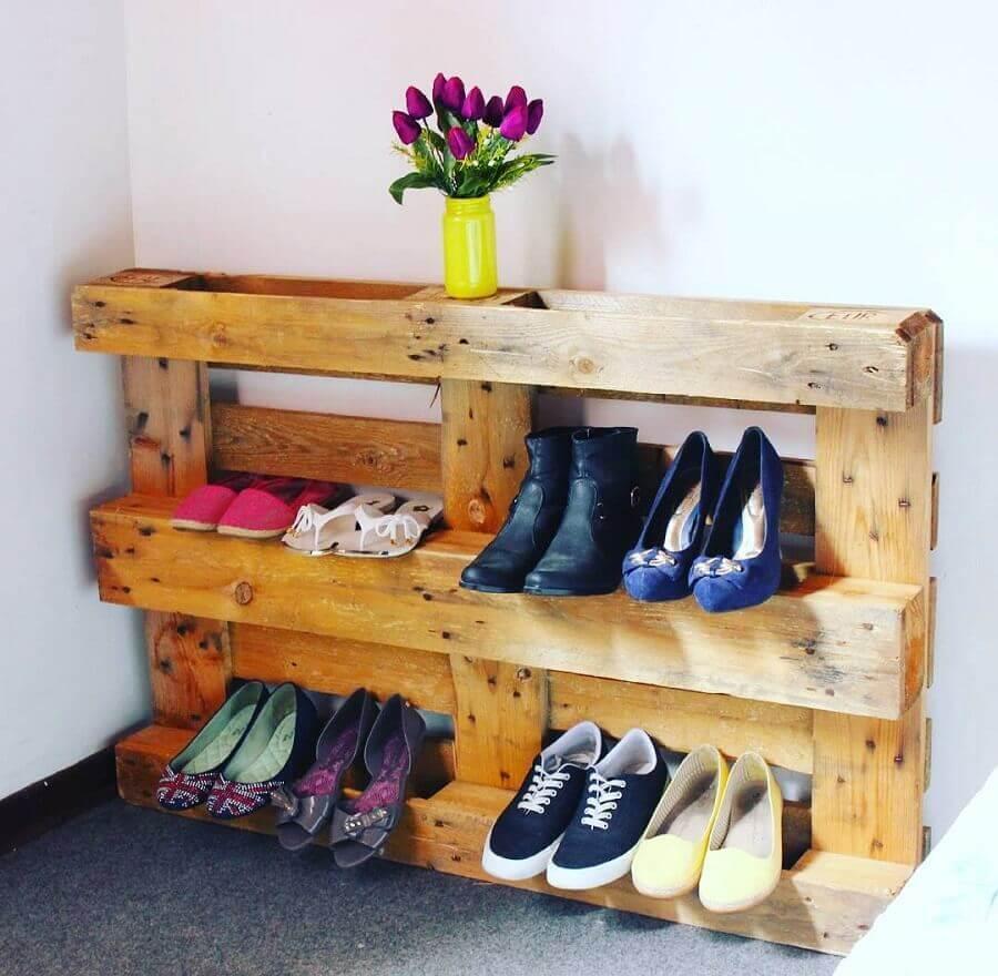 como organizar sapatos com palete
