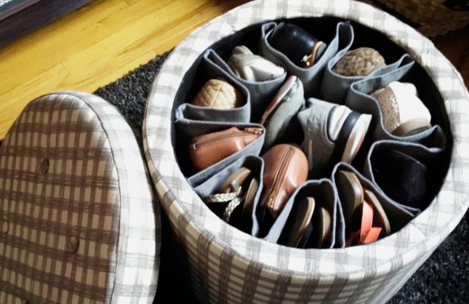 como organizar sapatos dentro de pufes