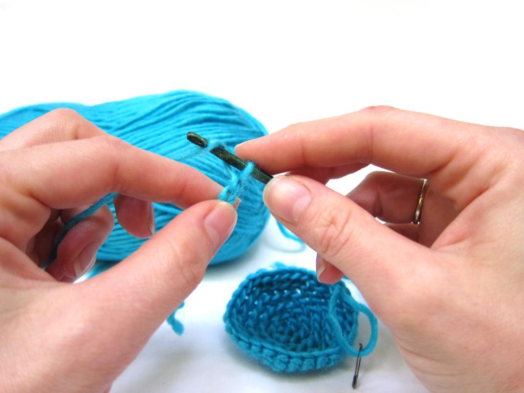 Aprender como fazer crochê pode ser mais fácil que se imagina.