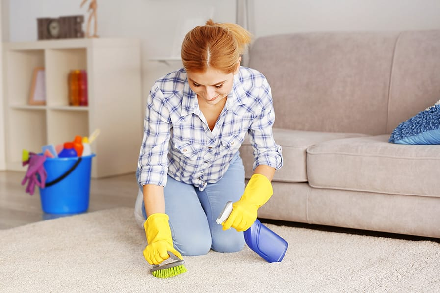 Saber como tirar cheiro de mofo do quarto é fundamental para garantir a saúde.