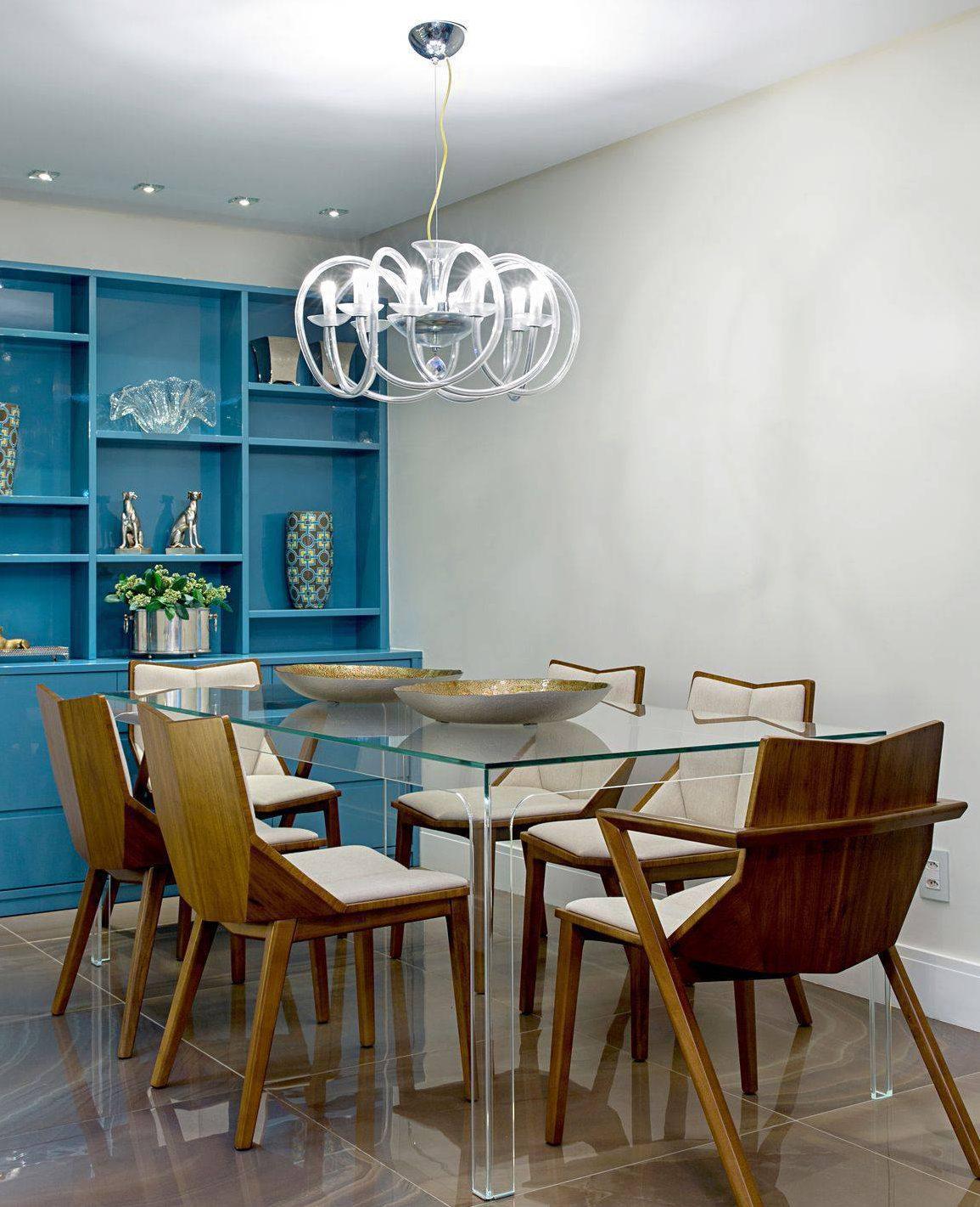 Mesa com tampo e pernas de vidro